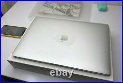 Apple Laptop MacBook Pro15 Retina 2018 Silver 512gb Intel Core i7 2,6Ghz 2 cases