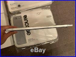 Macbook Pro 13 TouchBar 2.9ghz 8GB 256GB MLVP2B/A Silver Case Bundle